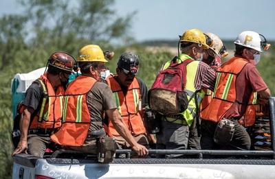 Suman cinco los mineros hallados sin vida en el derrumbe del norte de México