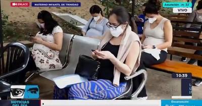 La Nación / Debían juntarse 10 embarazadas para abrir una ampolla de Moderna
