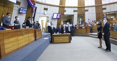 La Nación / Diputados eligieron a Jazmín Narváez y Juan Ayala como suplentes ante el JEM