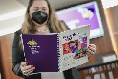 Lanzan guía de alfabetización digital EmpoderaTECH para mujeres adultas
