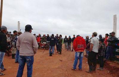 """""""Sintierras"""" y efectivos policiales se enfrentan a tiros en Tembiaporã"""