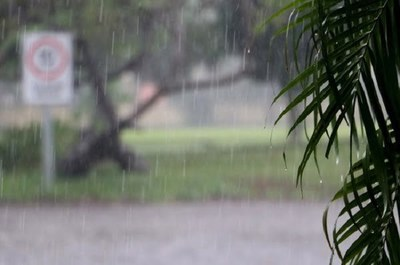 Anuncian jueves fresco con precipitaciones y tormentas eléctricas