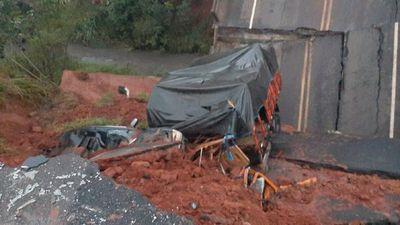 Dos personas mueren tras caída de puente en San Pedro