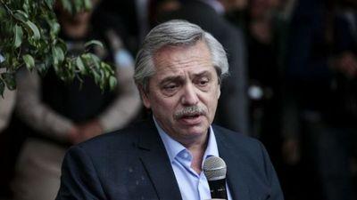 """""""Los brasileños salieron de la selva, los argentinos llegamos en barcos europeos"""""""