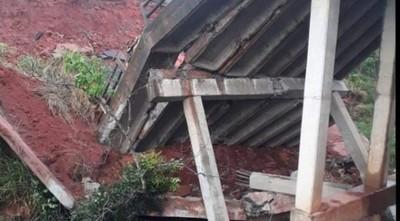 Hallan cuerpo de tercera persona fallecida durante caída de puente