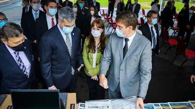 MEC entrega 600.000 materiales, algunos guardados desde hace años