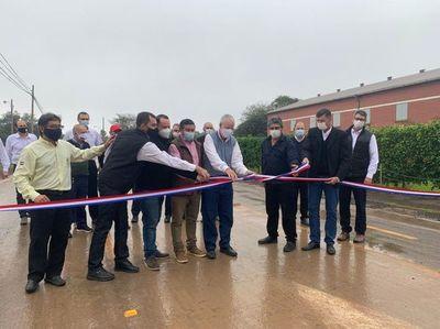Inauguran primer pavimento asfáltico de Loma Plata
