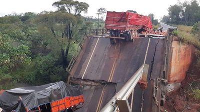Pagaron de más por pasarela de oro, pero dicen que no tienen plata para mantenimiento de puente que cayó
