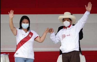Elecciones en Perú: exmandatarios piden a contendientes someterse al proceso electoral