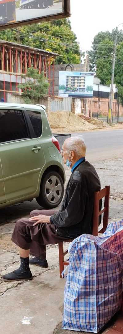 Anciano fue abandonado en Fernando de la Mora