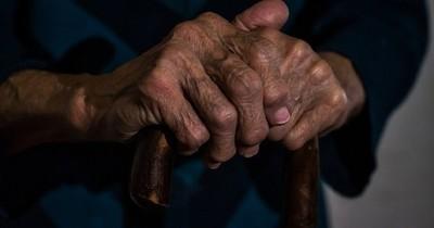 La Nación / Adulto mayor fue abandonado por sus familiares en Fernando de la Mora
