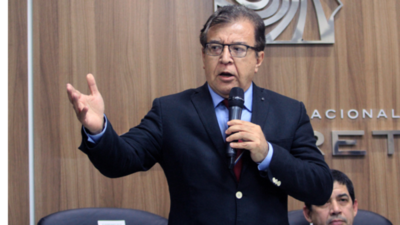 """Llano: """"Nicanor derrochó US$ 30 millones"""""""
