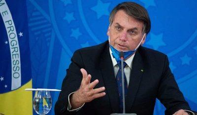 Bolsonaro ordenó al Ministerio de Salud no exigir uso de tapabocas a vacunados y recuperados
