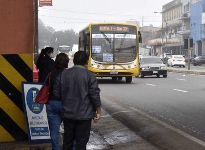 Sin acuerdo en tripartita, sigue en pie el paro del transporte