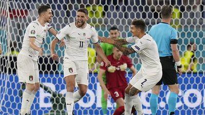 Italia aplasta a Turquía en su debut