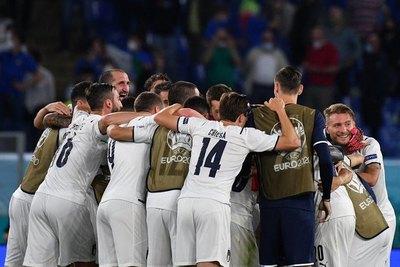 Fiesta completa para Italia en el arranque de la Eurocopa