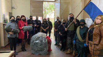 Internas confeccionan frazadas a veteranos de la Guerra del Chaco