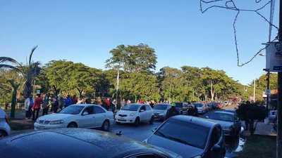 Paraguayos hicieron vigilias y largas filas para vacunarse