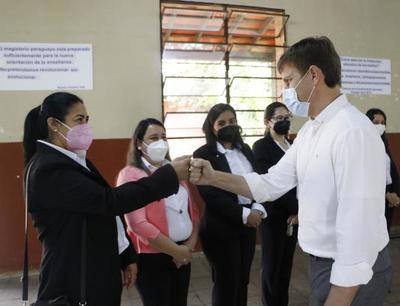 Ministro instó a consensuar un nuevo modelo educativo durante visita al Amambay
