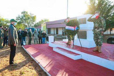Entregan ofrenda floral en conmemoración a la Paz del Chaco