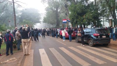 Más de 700 personas amanecieron en las calles para recibir vacunas