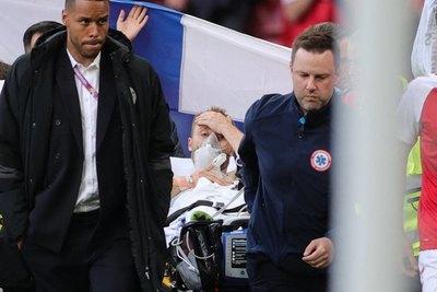 ¡Buena noticia! Christian Eriksen, rumbo al hospital y estabilizado