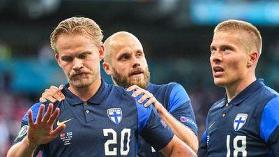 Finlandia congela a una Dinamarca golpeada por el drama de Eriksen