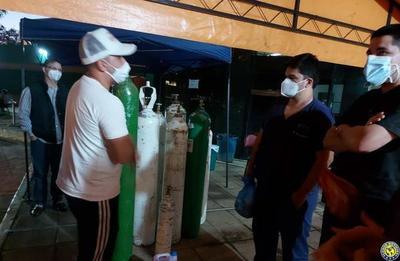 Iván Velázquez cierra su campaña entregando oxígenos al Hospital de Luque •