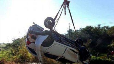 Tres muertos, entre ellos dos menores, al caer vehículo a  arroyo en Paraguarí