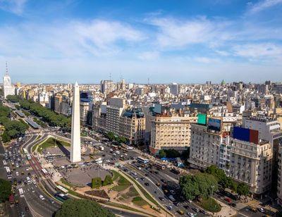 Argentina amplía cuarentena tras superar tasa de muertes de EE.UU.