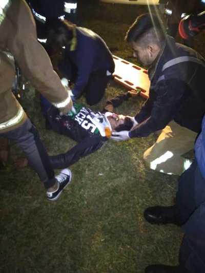 Motociclista con lesiones luego de perder el control e impactar por columna de la ANDE