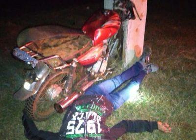 Motociclista gravemente herido tras chocar contra columna de ANDE
