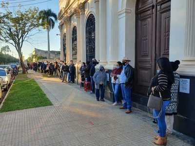 Buena concurrencia en vacunatorios de Concepción