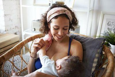La leche materna, vehículo de transmisión de anticuerpos según un estudio