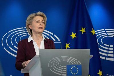"""Unión Europea promulga el certificado covid para viajar """"con más seguridad"""" este verano"""