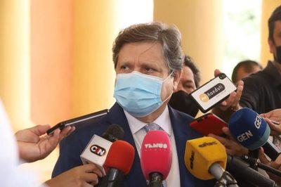 """Ofrecieron hasta """"trueques"""" para conseguir vacunas, según Euclides Acevedo"""