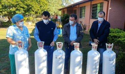 Comuna de Loreto dona galones de oxígeno al Centro de Salud