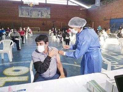 Covid: Trabajadores tienen licencia remunerada para vacunarse, recuerda el Ministerio del Trabajo