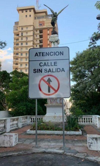 Cartel en la escalinata: Critican falta de visión urbanística de la Municipalidad