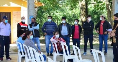La Nación / Abuchean a hijos de Cuevas tras intentar politizar entrega de Tekoporã