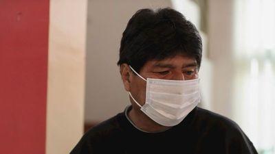 Polémica porque la hija de Evo Morales se vacunó antes de tiempo