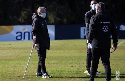 Uruguay 'no va de paseo ni a salir campeón por 10 puntos', dice Tabárez
