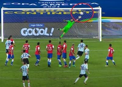 """Messi la colocó """"como con la mano"""", pero a Argentina no le alcanzó"""