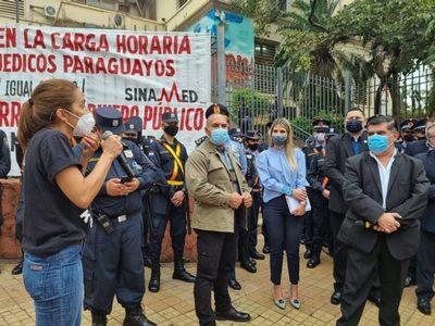 Médicos se movilizarán este martes frente al Ministerio de Salud