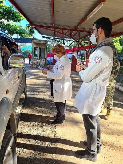 Aceleran vacunación con la inclusión de 500 estudiantes de la Facultad de Ciencias Médicas