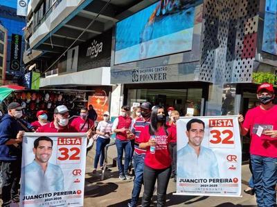 Juancito Pereira recorre el microcentro con gran receptividad de los trabajadores de CDE