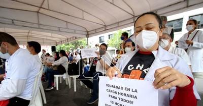 La Nación / Salud reduce a 12 horas semanales la carga horaria para médicos de seis hospitales