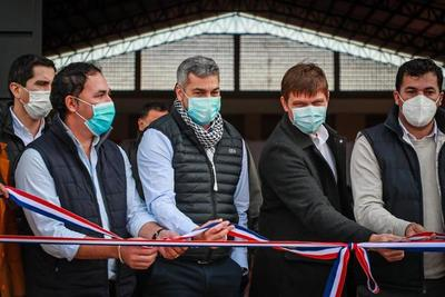 Gobierno inaugura polideportivo construido con fondos de Yacyretá en Yabebyry