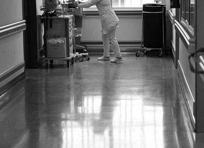 Salud reduce a 12 horas la carga horaria semanal para médicos