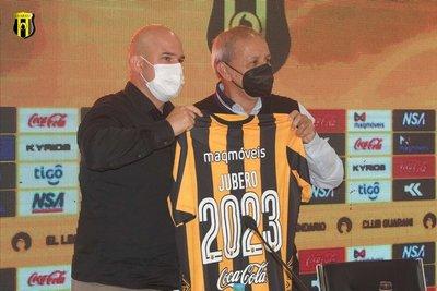 Guaraní presentó a Fernando Jubero como nuevo entrenador